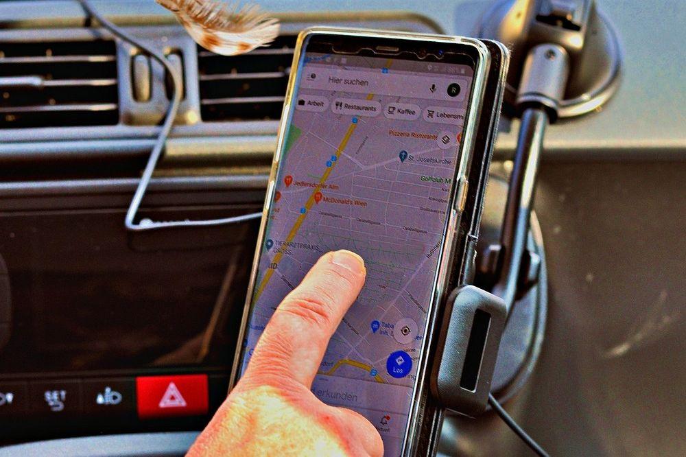Handige gadgets om je smartphone als GPS op je dashboard te bevestige