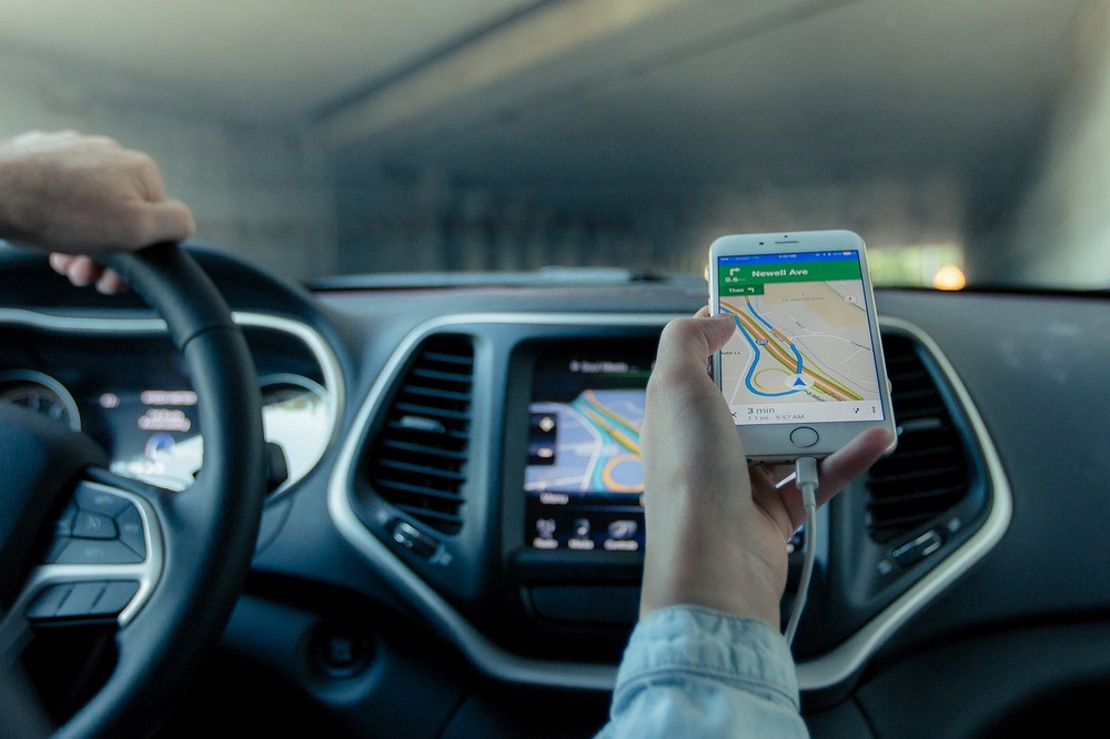 Handige gadgets om je smartphone als GPS op je dashboard te bevestigen